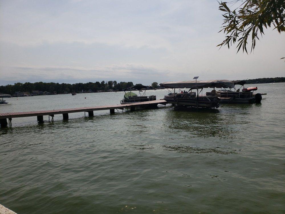 Sundaes On The Lake: 13134 Lake Shore Dr, Cedar Lake, IN