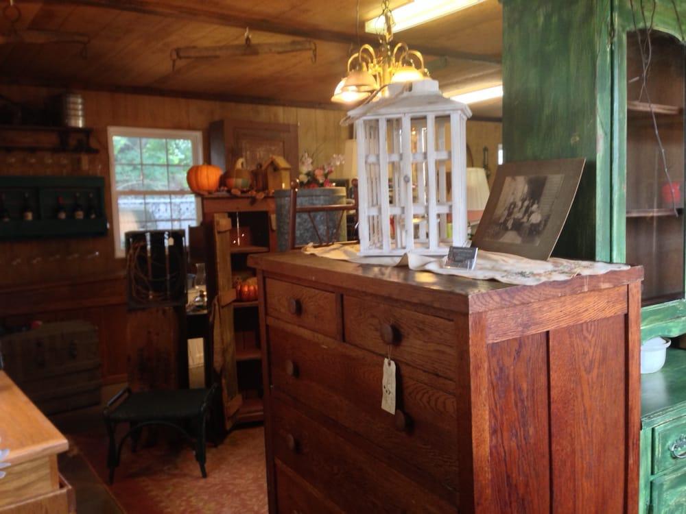 The Robin's Nest: 610 N Water St, Uhrichsville, OH