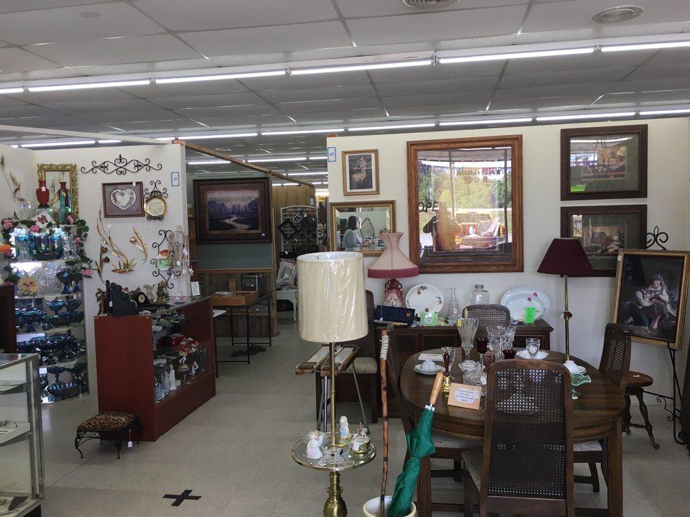 Backyard Antiques: 144 Hwy 65 S, Clinton, AR