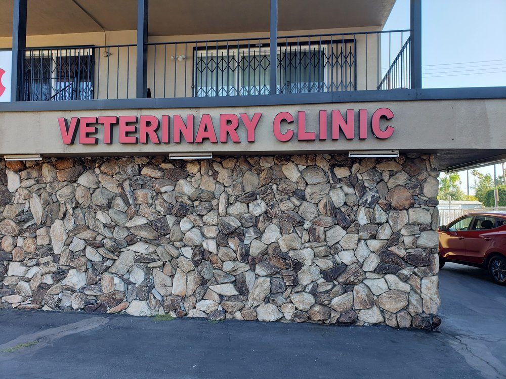 Town & Country Veterinary Clinic: 1845 University Ave, Riverside, CA