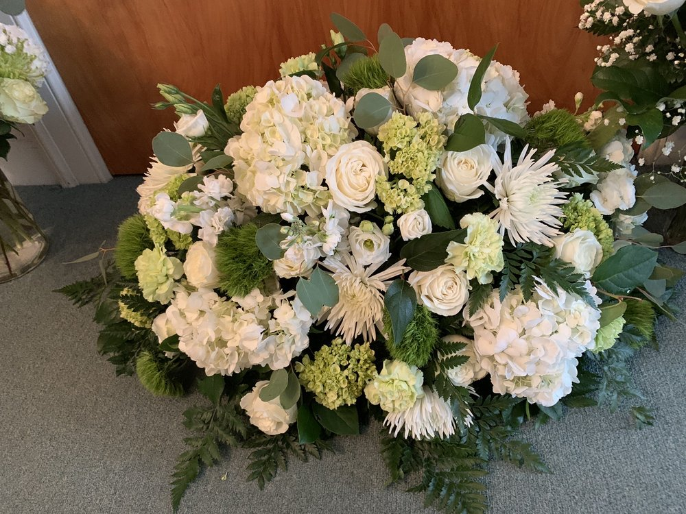 Roberts Flowers of Hanover: 44 South Main St, Hanover, NH