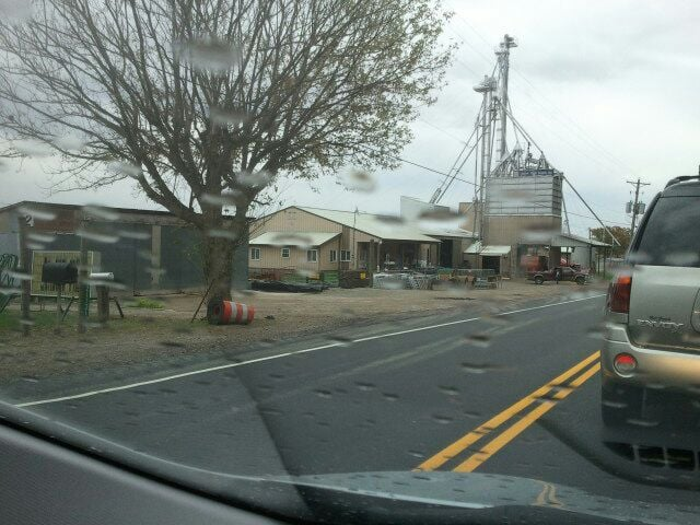 Yauger Farm Supply: 21131 Kanawha Valley Rd, Southside, WV