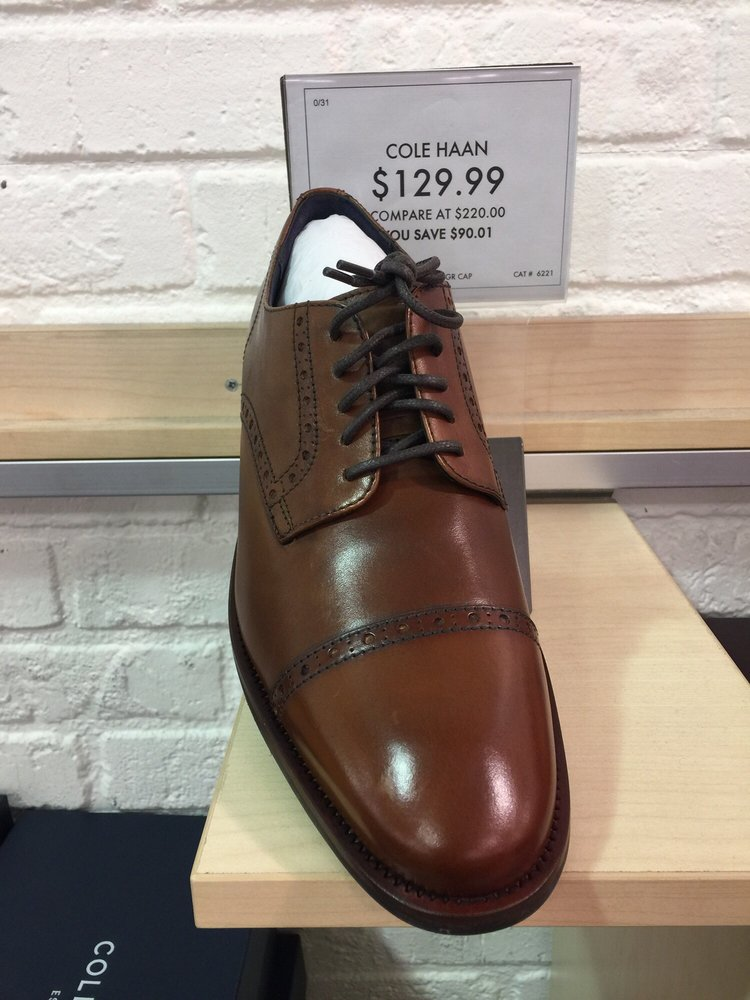 DSW Designer Shoe Warehouse - 19 Photos - Shoe Stores - 1160 Broadway,  Saugus, MA - Phone Number - Yelp