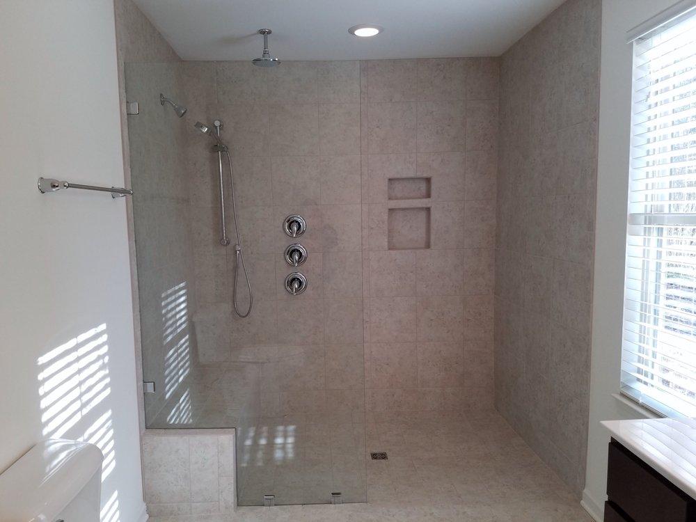 6 Ft  X 4 Ft Ceramic Shower W 3 Shower Heads