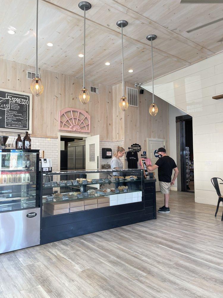 Bella Bakery: 1501 Draper St, Kingsburg, CA