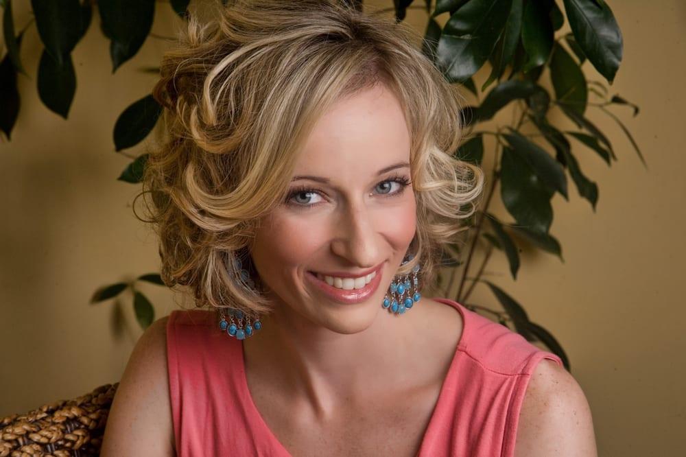 Marigold beauty concepts coiffeurs salons de coiffure for Samantha oups au salon de coiffure