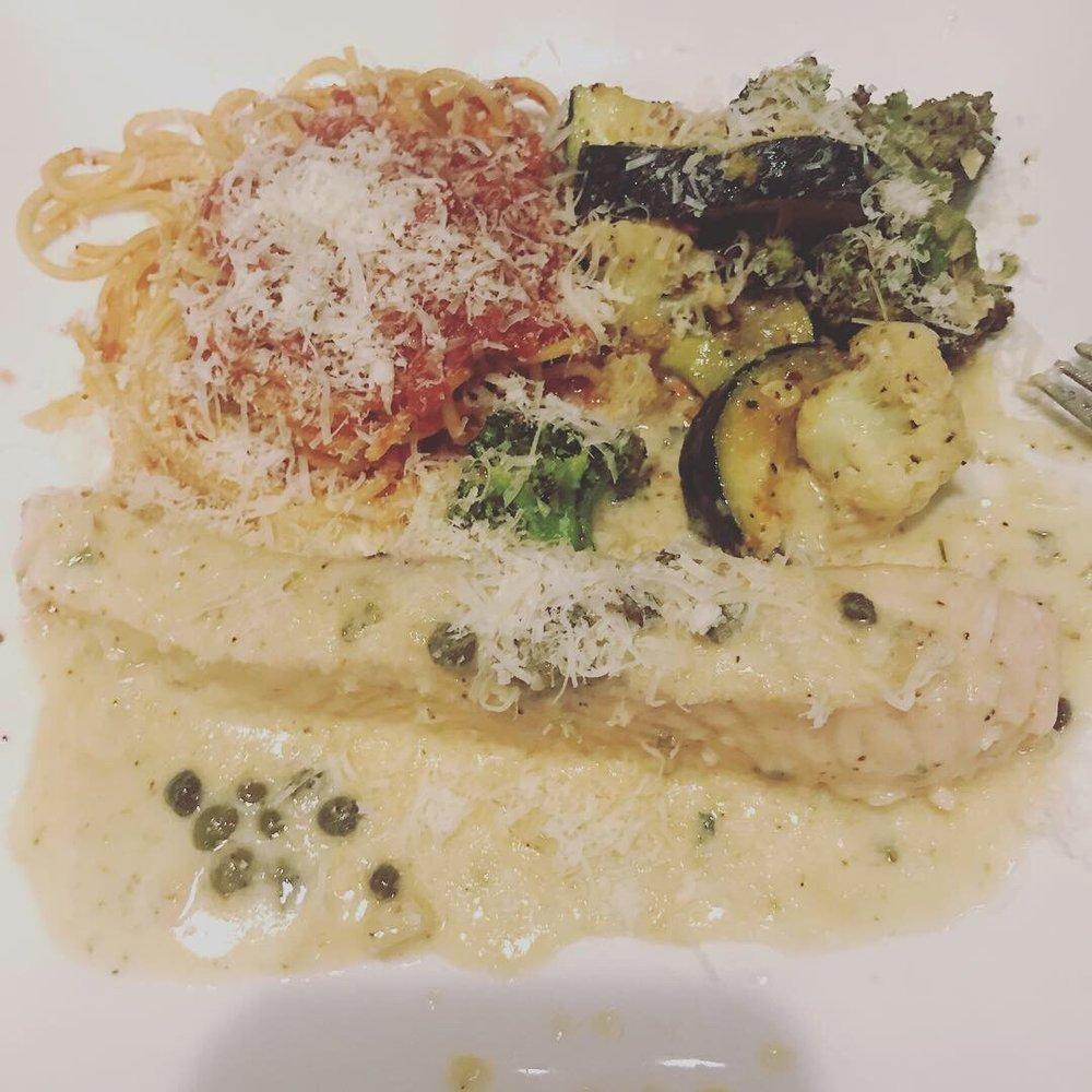 Mama Carpino's Italian: 22010 US Hwy 18, Apple Valley, CA