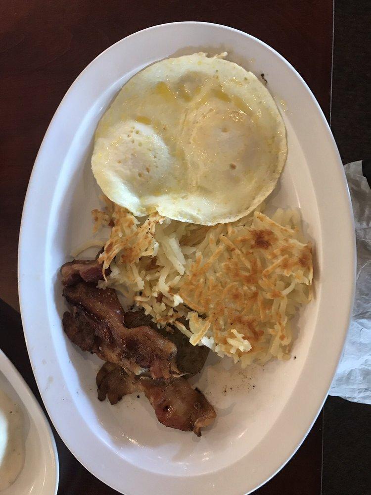 Bonnie Cafe: 824 N Mill St, Nashville, IL
