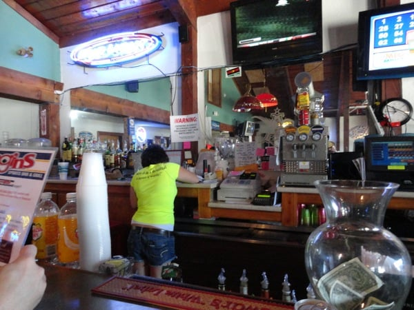 Biggins Sports Bar & Grill: 408 Hickory St, Saint Joseph, MO