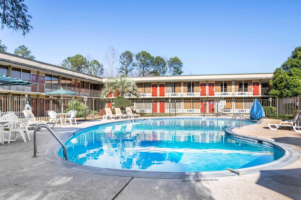 Quality Inn: 1205 S Martin Luther, Americus, GA