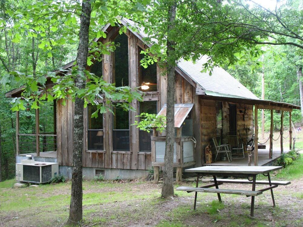 Lone Cedar Cabins: 584 Merfert Ln, Bismarck, AR