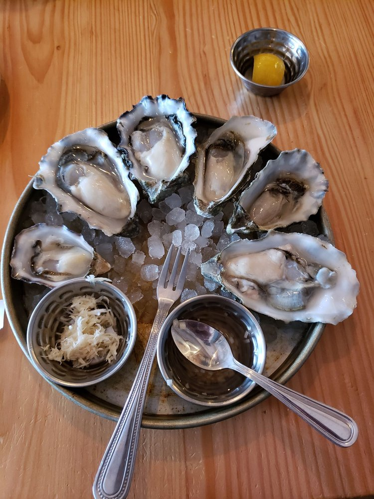 Saltwater Fish House & Oyster Bar: 113 1st St, Langley, WA