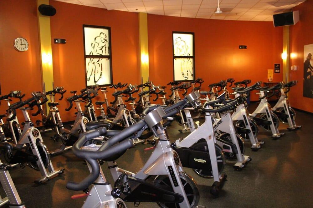Gold's Gym: 46262 Cranston St, Sterling, VA