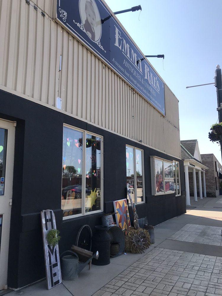 Emma Rae's Antiques & Uniques: 714 6th Ave, DeWitt, IA