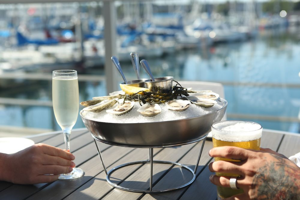 Sea Level Restaurant & Lounge: 655 N Harbor Dr, Redondo Beach, CA