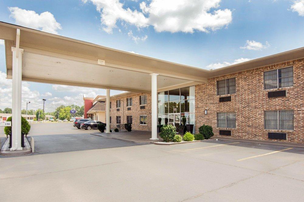 Quality Inn: 136 Valley St, Arkadelphia, AR