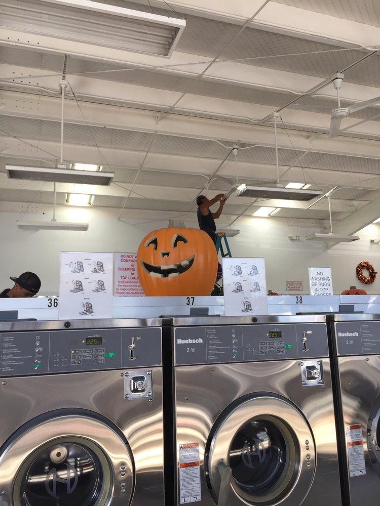 Kahului Laundromat: 365 Ala Makani St, Kahului, HI