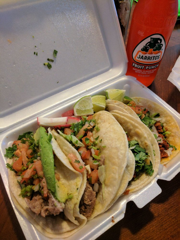 Food from Hugo's Taco Truck
