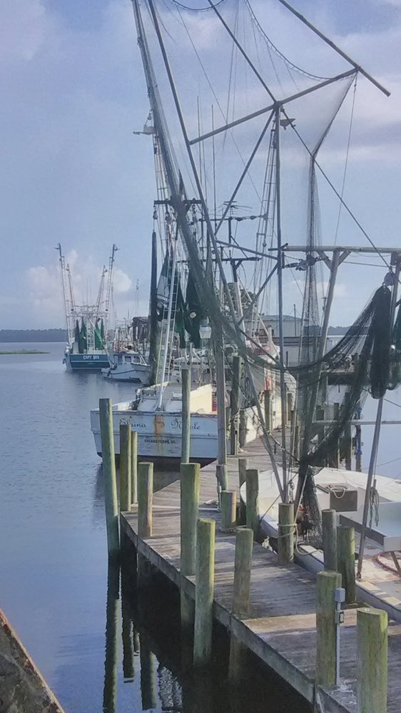 Davis Seafood: 155 Davis Ln, Sneads Ferry, NC