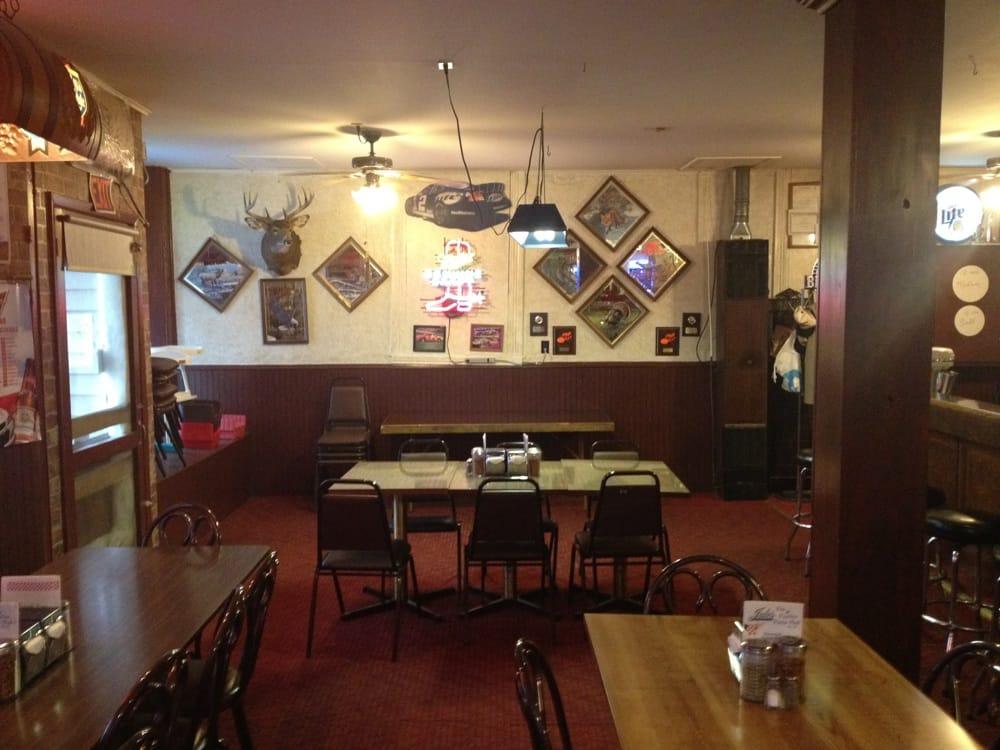 Pizza Inn: 211 N Main St, Alma, WI