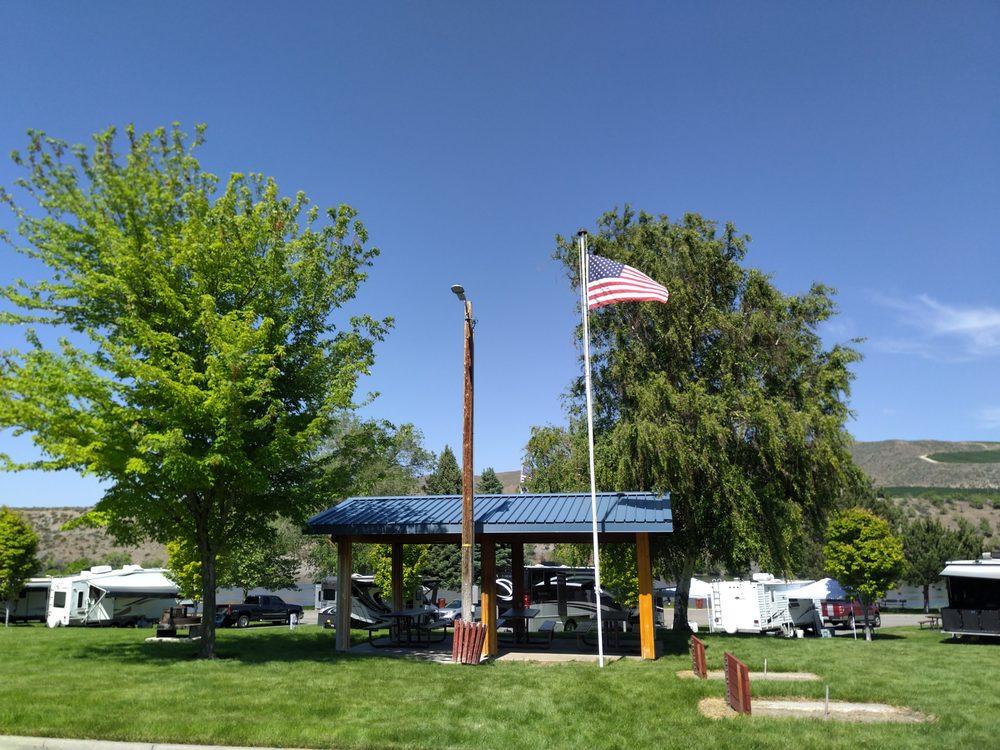 Bridgeport Marina Rv Park: 801 Jefferson Ave, Bridgeport, WA