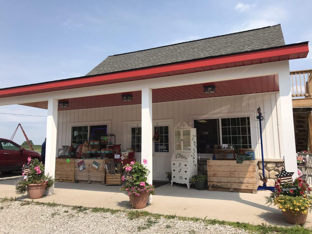 Farmer White's Farm Market: 11373 US Hwy 31 S, Williamsburg, MI