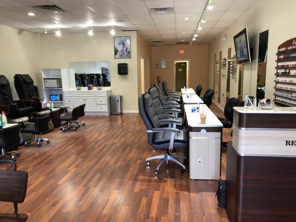 Royal Nails & Spa: 401 Nathan Ellis Hwy, Mashpee, MA
