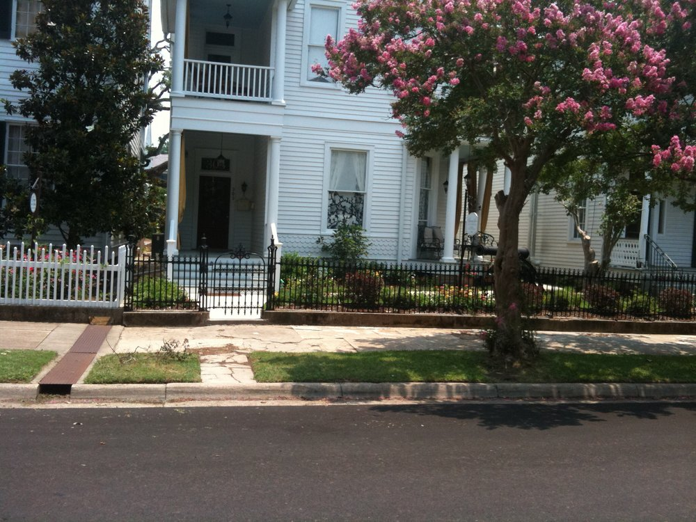 Rising Sun Bed And Breakfast: 303 N Pearl St, Natchez, MS