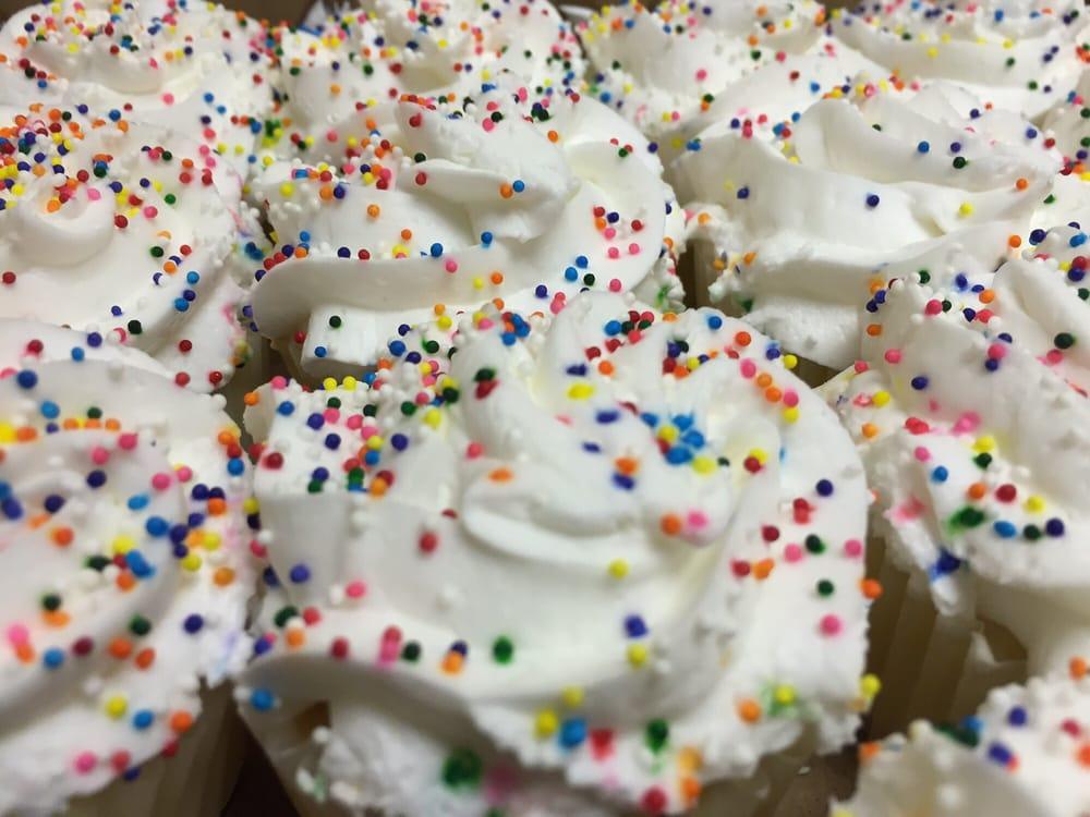 Cakes Galore & More: 40 E Seneca St, Oswego, NY