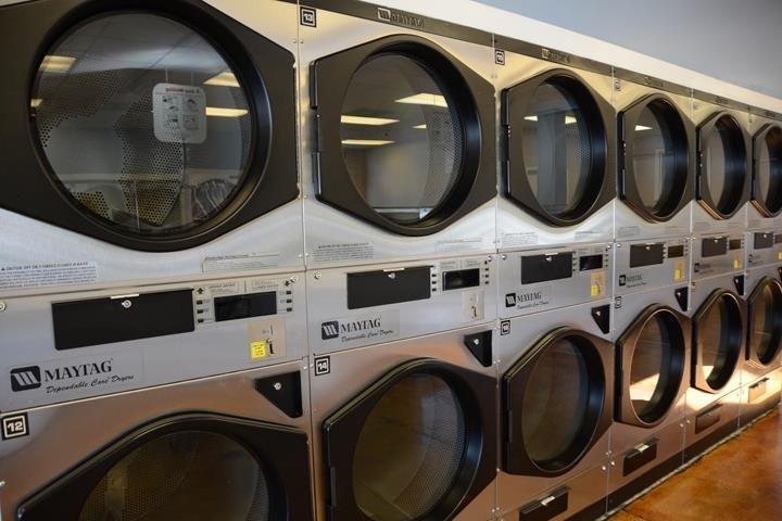 B & C Coin Laundry - Tullahoma East: 207 E Grundy St, Tullahoma, TN