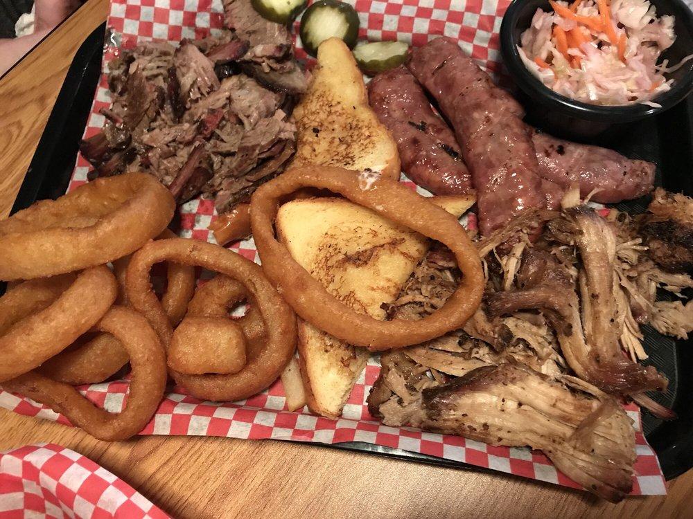 Pink Pig BBQ: 2698 County Road 1600 N, Ogden, IL