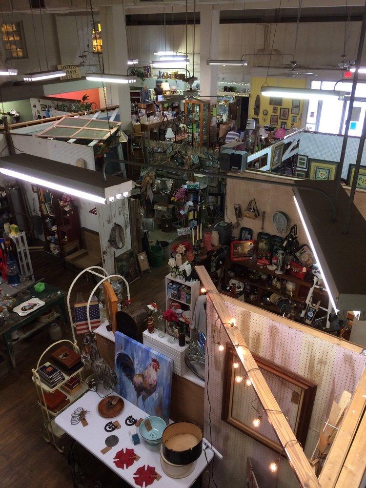 Lufkin Antique Mall: 118 N 1st St, Lufkin, TX