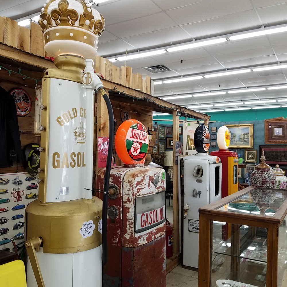 Days of Old Antique Shoppe: 3850 25th St, Columbus, IN