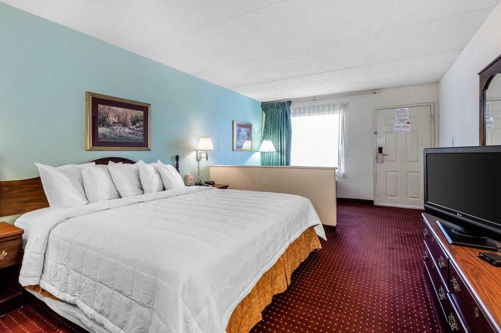 Econo Lodge: 13705 Jones St, Lavonia, GA