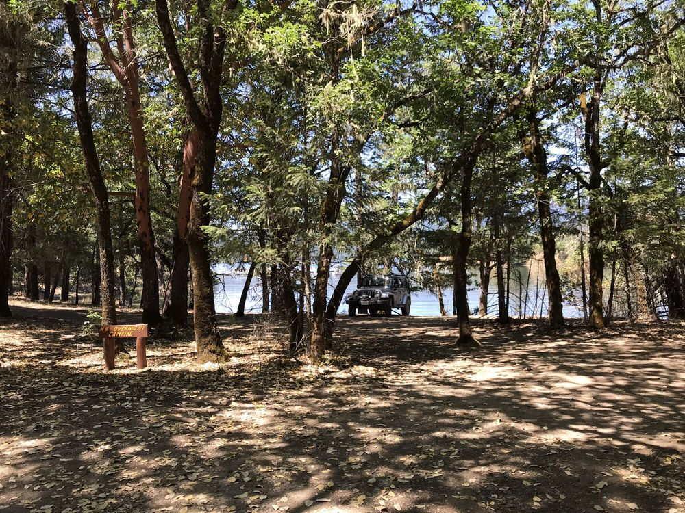 Pine Point Picnic Area: 18 N 16th Rd, Potter Valley, CA
