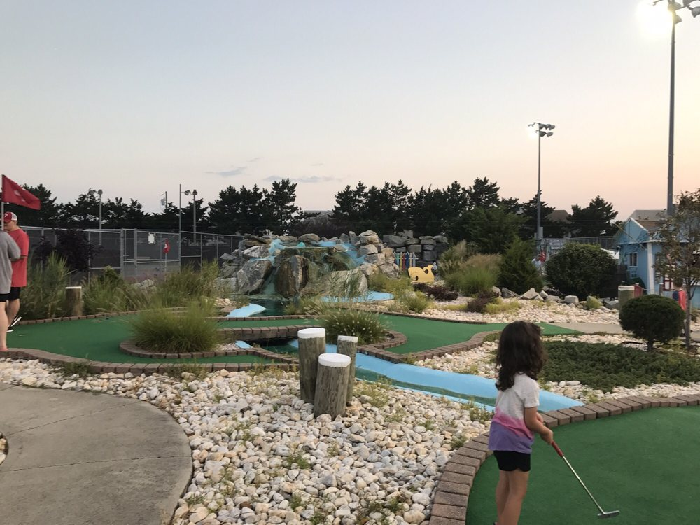 Brigantine Miniature Golf Course: 260 42nd St S, Brigantine, NJ