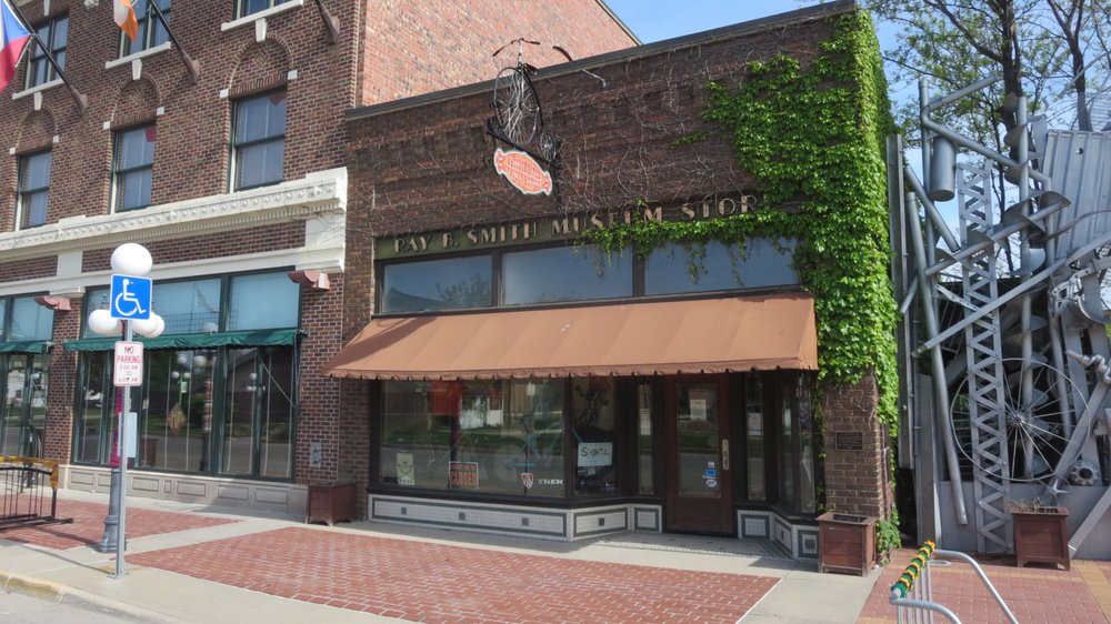 Photo of Raccoon River Valley Bicycle & Outfitters: Perry, IA