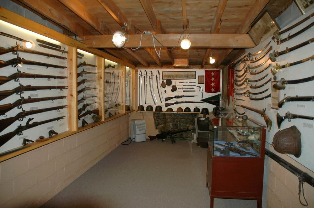 The Weapons Room With Weapons From The Revolutionary War