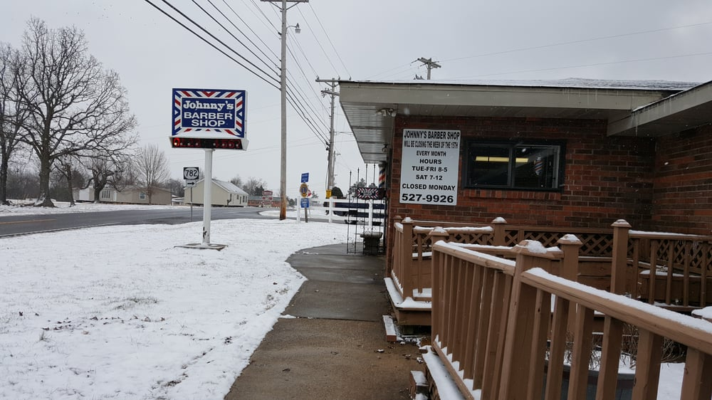 Johnny's Barber Shop: 921 US 68, Benton, KY