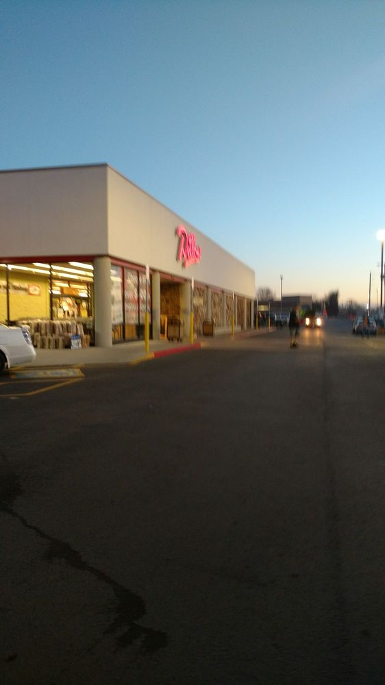 Dillon Stores: 2600 N Broadway St, Pittsburg, KS