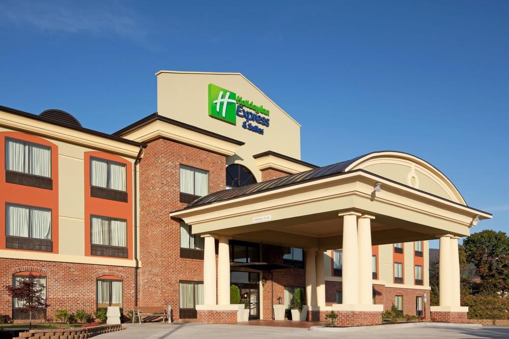 Holiday Inn Express & Suites Salem: 991 Russell Dr, Salem, VA