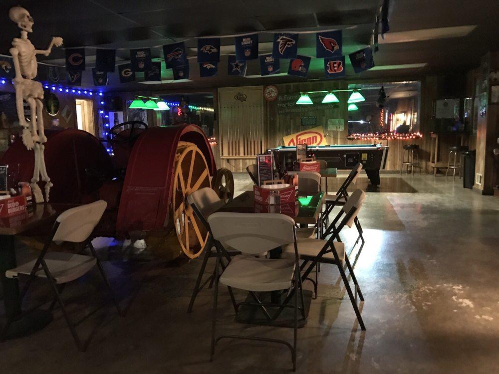 Tractor Bar: Mount Nebo, Mount Nebo, WV