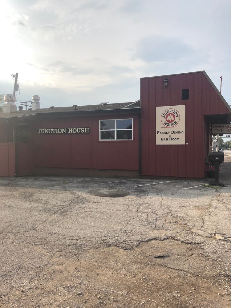 Junction House: 210 N Market St, Monon, IN