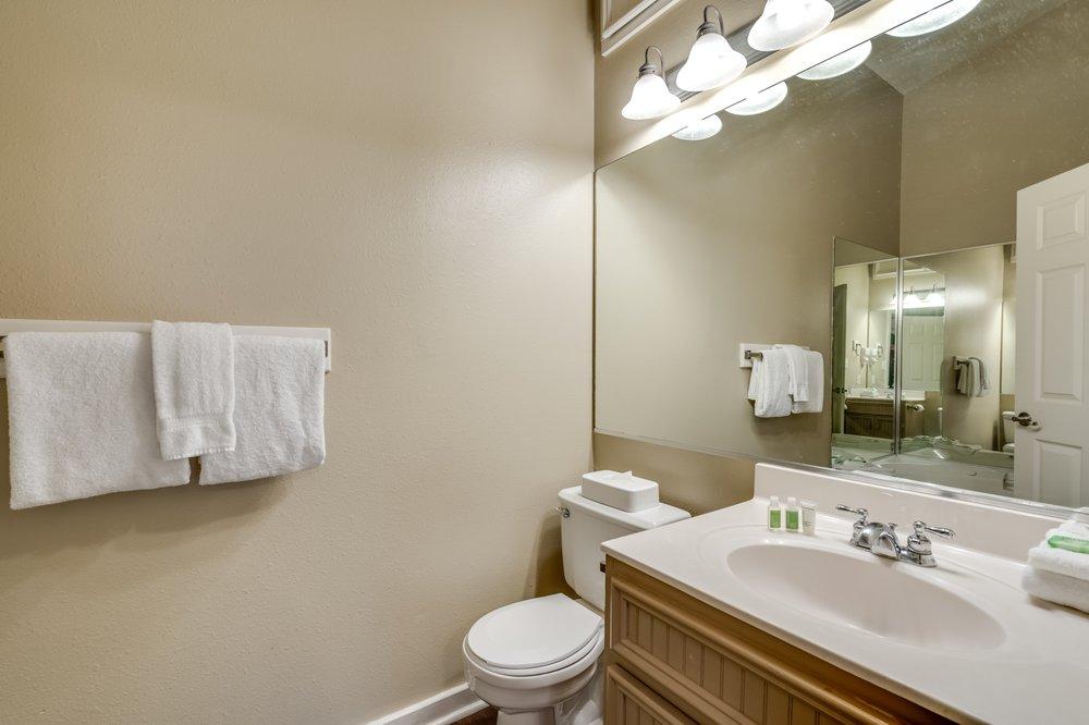 Holiday Inn Club Vacations Piney Shores Resort: 8350 Piney Shores Dr, Conroe, TX