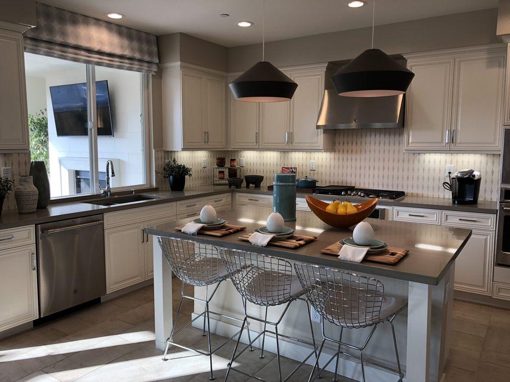Beautiful kitchen with tile floors, quartz countertops Nd ...