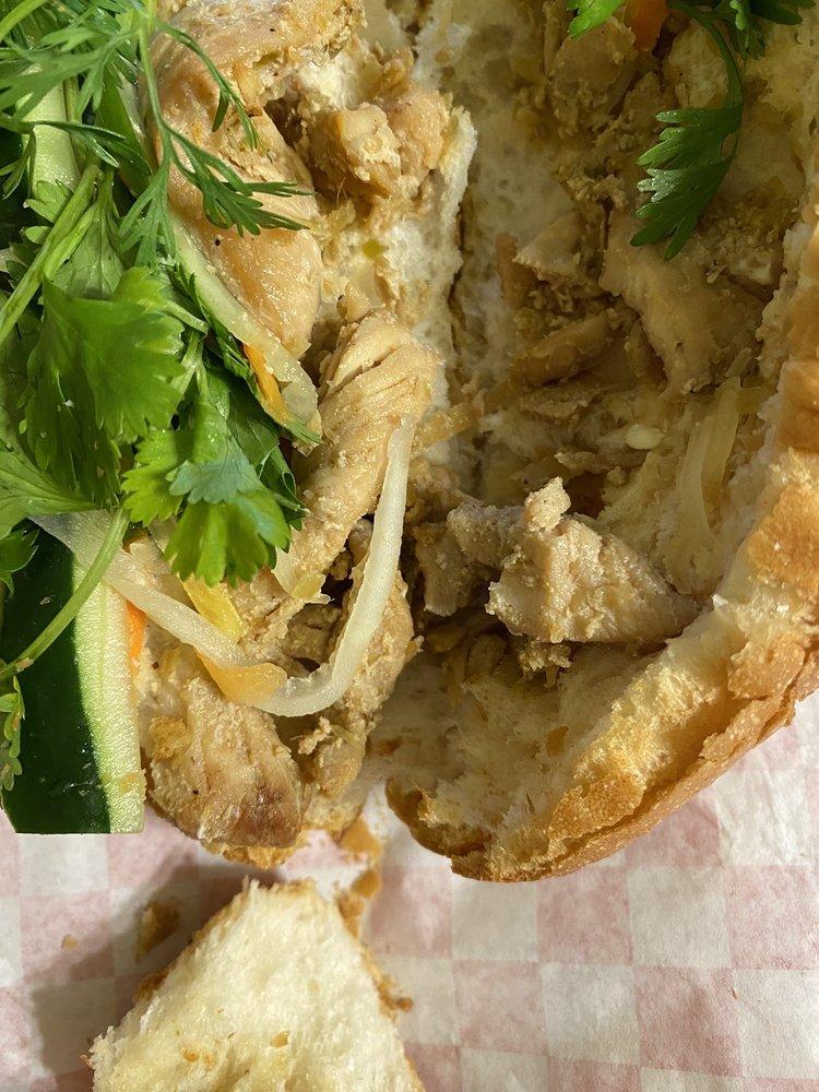 Banh Mi Pho Cafe: 5137 W 95th St, Oak Lawn, IL