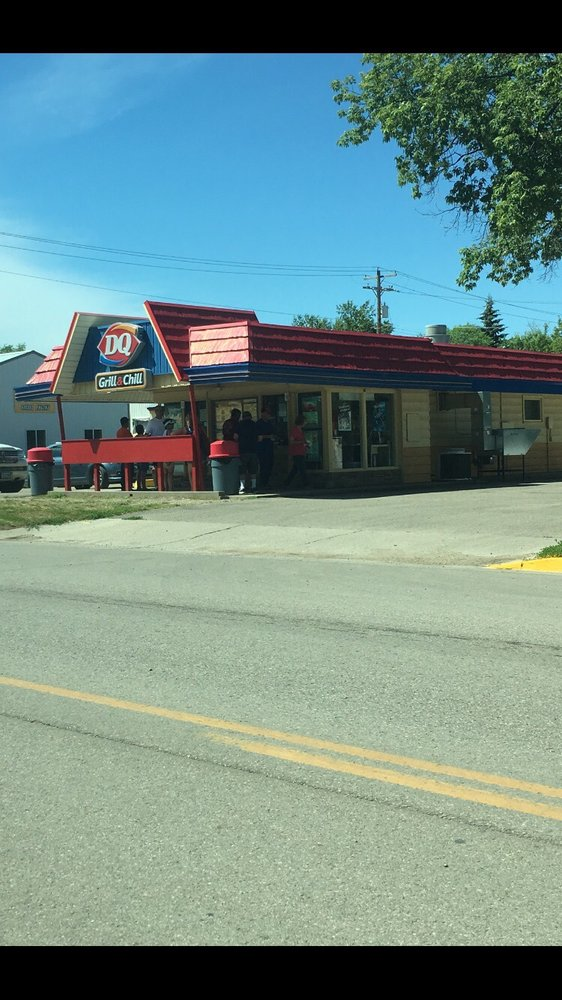 Summerplace Dairy Queen: 305 Park St E, Park River, ND