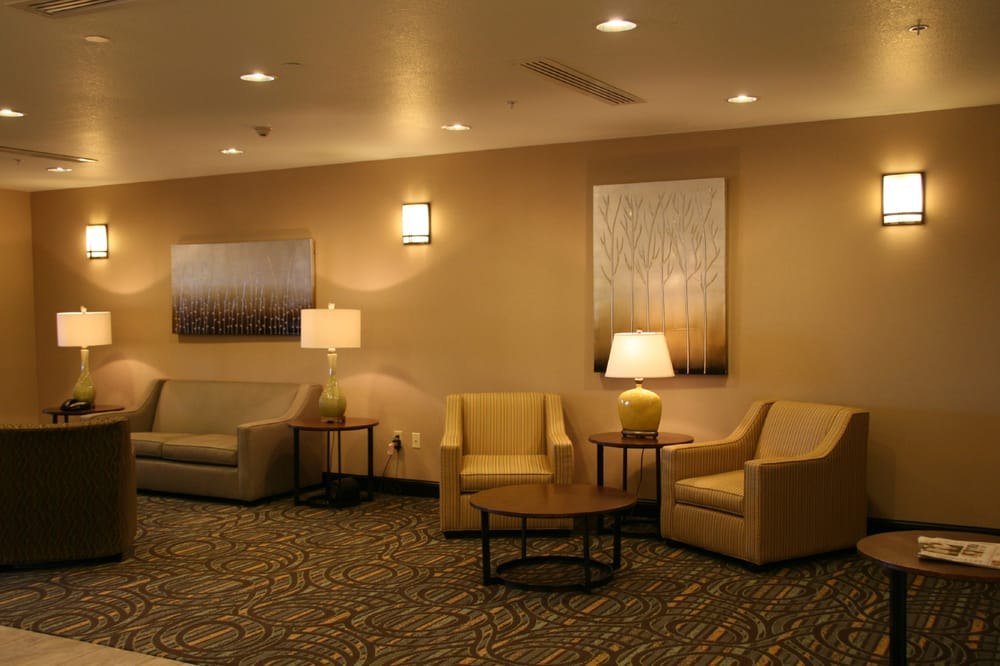 Holiday Inn Express & Suites Nevada: 311 S Johnson Dr, Nevada, MO