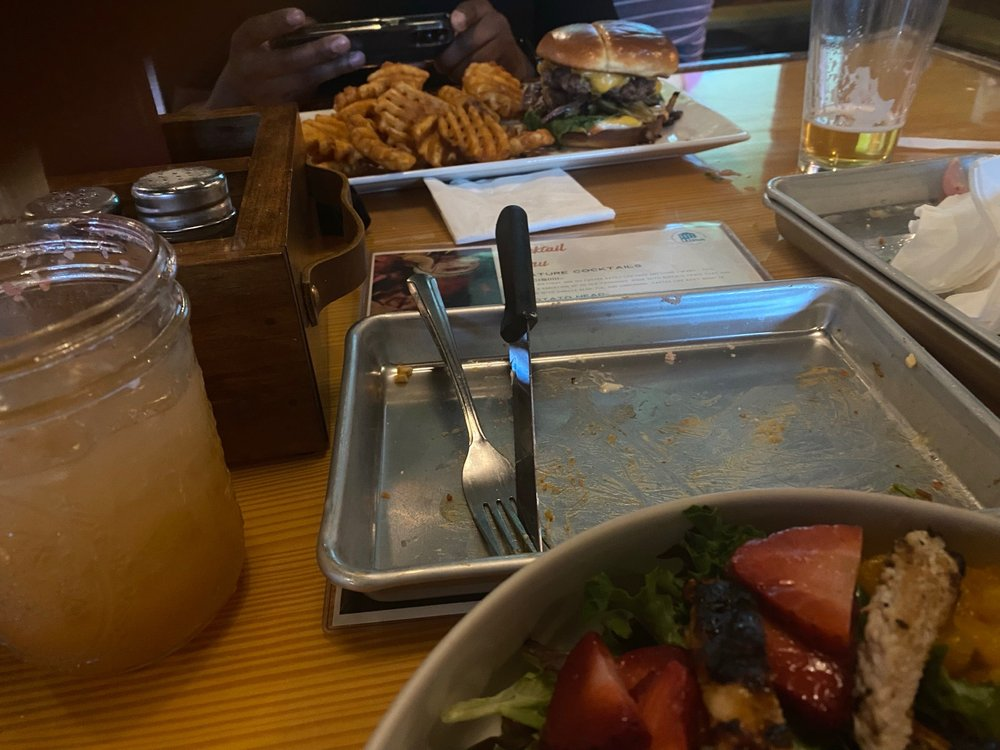 The Som: Burgers + Beer: 863 Jefferson St, Burlington, IA