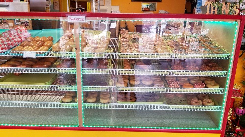 Master Donuts: 507 E Broadway St, Lenoir City, TN